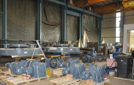 Assembly of silo discharge machines