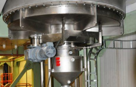 Food grade bin extractor